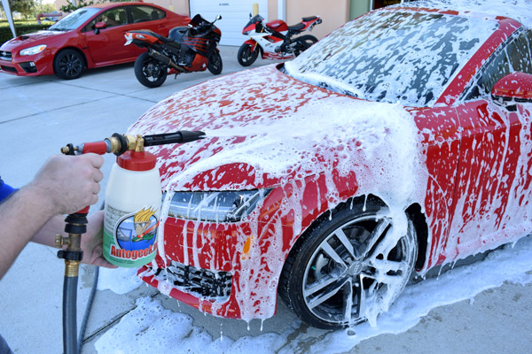 Washing car with foam cannon
