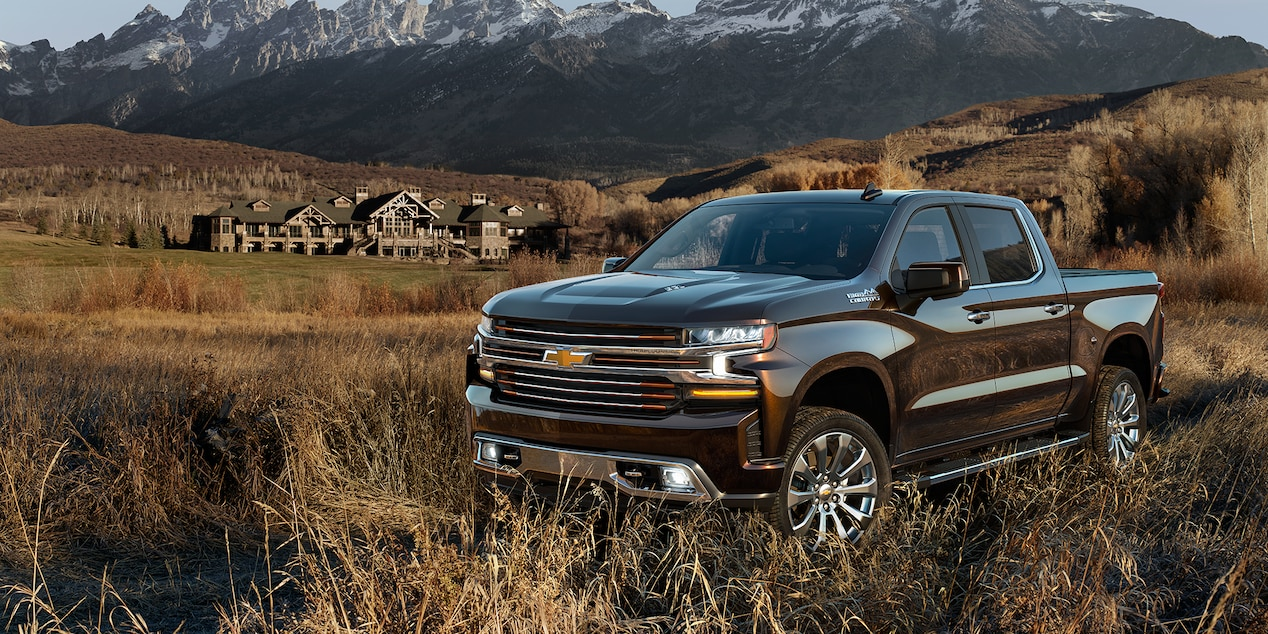 2019 Chevrolet Silverado 1500 with house in background