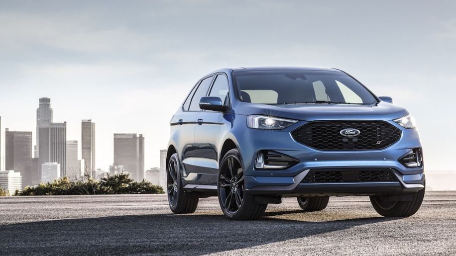 2019 ford edge st on pavement
